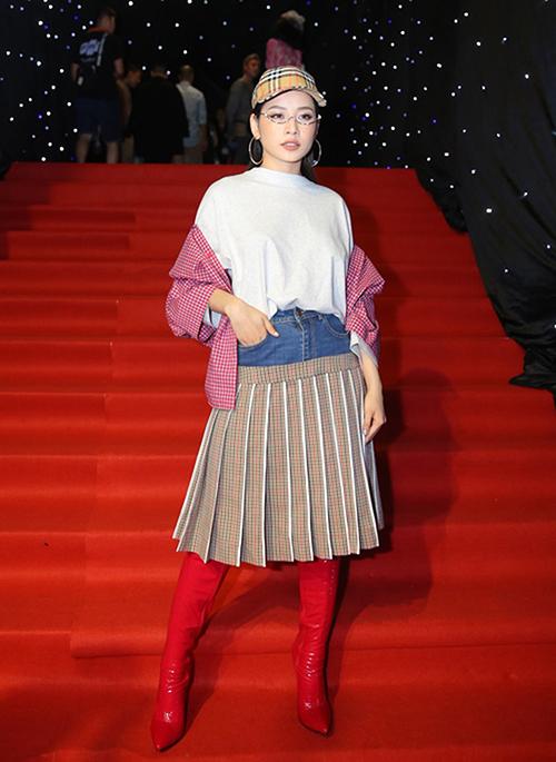 Mốt váy khiến chân ngắn một mẩu được Chi Pu mê tít - 2