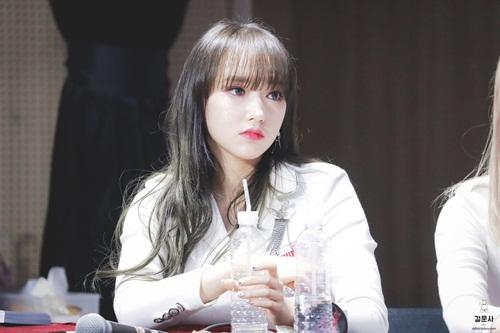 Cheng Xiao là thành viên nổi tiếng nhất nhóm nhờ thân hình gợi cảm, là nữ thần của fan nam. Cô nàng cũng là một trong những tên tuổi được yêu thích khi về Trung.