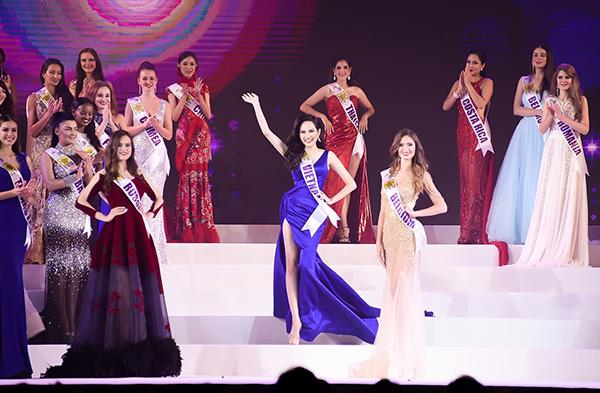 Đêm chung kết cuộc thi Nữ hoàng Du lịch Quốc tế 2018 vừa diễn ra cách đây vài giờ tại thủ đô Bangkok Thái Lan. Đại diện Việt Nam - Nguyễn Diệu Linh xuất sắc nhận danh hiệu Miss Global Tourism (Nữ hoàng du lịch toàn cầu) và lọt vào Top 10 chung cuộc. Đây là thành tích tốt nhất của Việt Nam tại đấu trường nhan sắc này.