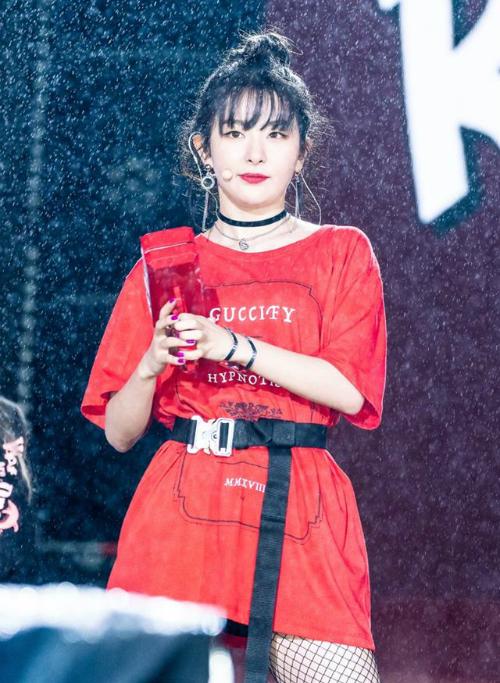 Không cần nhờ những hiệu ứng chỉnh sửa, bức ảnh của Seul Gi đã có phần phông nền mờ ảo, làm tăng tính nghệ thuật.