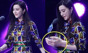 Loạt sao Cbiz xấu hổ khi bị tóm gọn khoảnh khắc 'quay bài' trên sân khấu