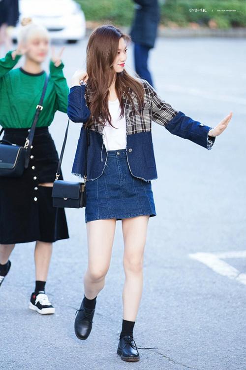 Do Yeon thích những bộ trang phục dễ di chuyển, mang nét khỏe khoắn nhưng không hề mất đi nét nữ tính hàng ngày. Trang phục đi làm hàng ngày của nữ ca sĩ cũng nhận được nhiều lời khen ngợi.