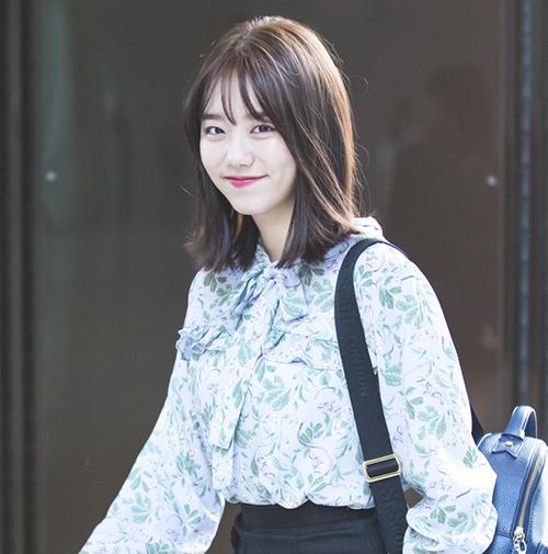 Kim So Hye cũng học tập cô bạn cùng nhóm khi xuống tóc. Cô nàng có hình ảnh mới trẻ trung, năm động hơn.