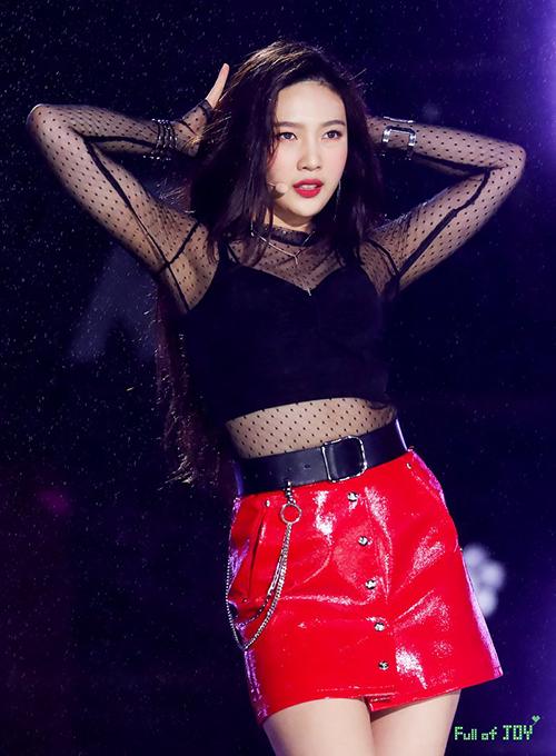Cô nàng quay trở lại biểu diễn cùng Red Velvet sau một thời gian dài bận rộn đóng phim.
