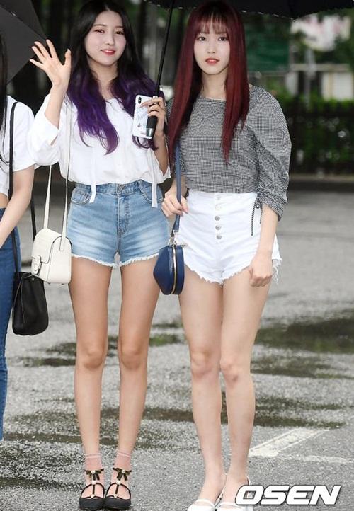 Nữ idol quyết tạo dáng lố bất chấp trời mưa gió - 10