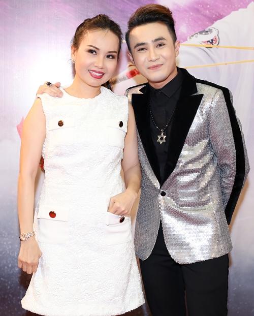 Cẩm Ly bất ngờ đến chúc mừng Huỳnh Lập. Cả hai có cơ hội làm việc chung, thân thiết khi ngồi ghế nóng Tuyệt đỉnh song ca nhí 2018.