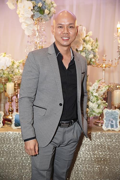 Tuấn Hưng dẫn vợ con dự đám cưới ca sĩ Lâm Vũ - 7