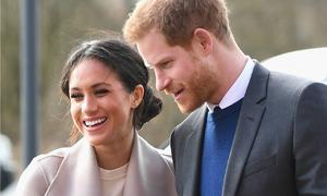 Hoàng tử Harry yêu chiều vợ sắp cưới như nữ hoàng