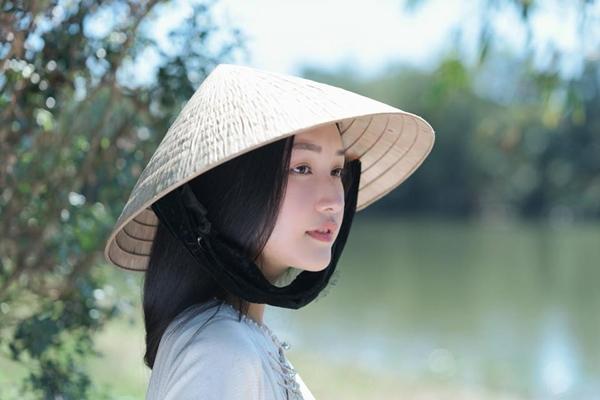 Nhan sắc gây thương nhớ của nàng thơ xứ Huế