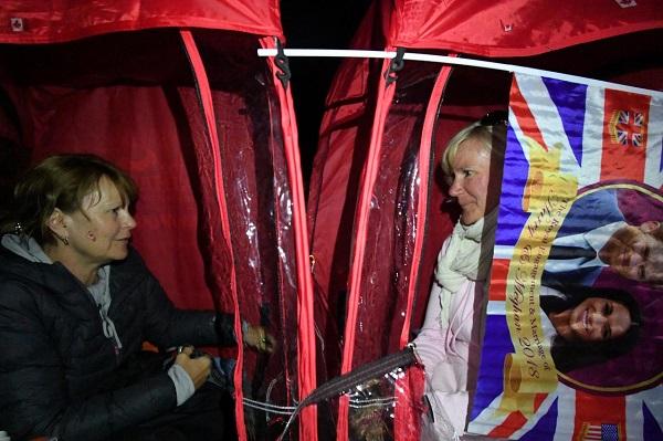 Dân tình đổ xô đặt chỗ tại Windsor để được chứng kiến đám cưới giữa Harry và Meghan - 9