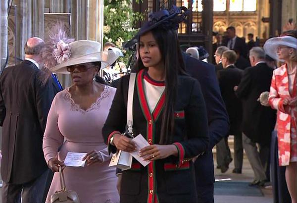 Oprah Winfrey diện cả cây cùng tông màu hồng pastel.