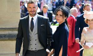 Vợ chồng Beckham tay trong tay đến dự đám cưới hoàng tử Harry