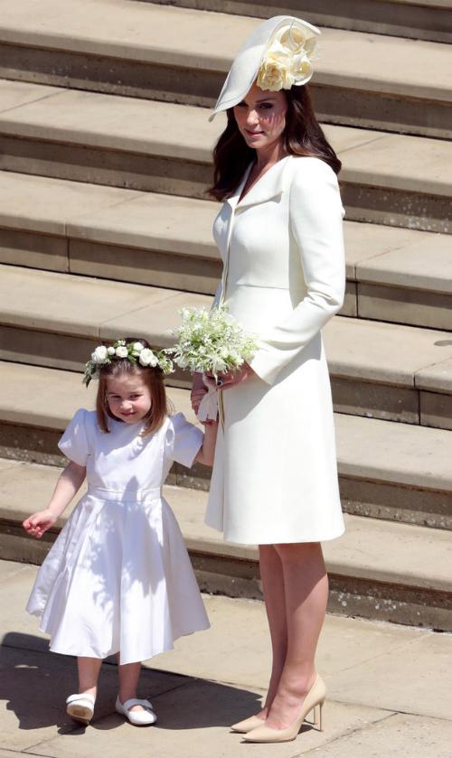 Bộ trang phục gây tranh cãi của Kate trong đám cưới hoàng tử Harry.