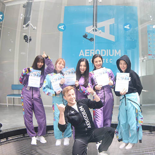 Trong show thực tế mới, các cô gái Red Velvet thử sức với môn bay giữa môi trường không trọng lực.