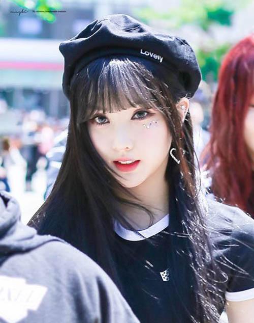 Mái tóc dài gây sốt khiến Eun Ha đứng ở vị trí thứ 4. Cô nàng được khen ngợi vì visual xinh đẹp, là hình mẫu mà phái nam rất ưa thích.