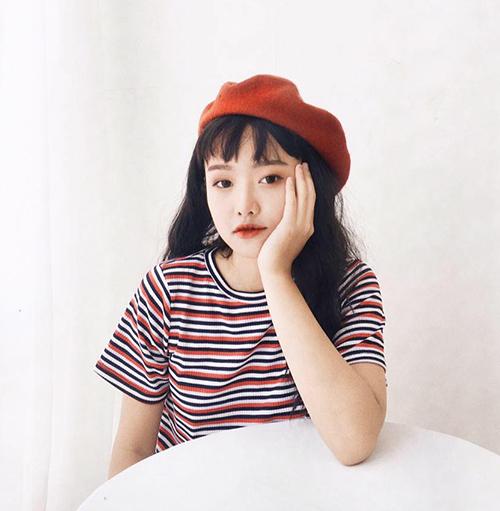 Cô bạn này là Trần Hoàng Phương Lan, sinh năm 1998, đang là sinh viên khoa Quan hệ quốc tế của Học viện Báo chí và Tuyên truyền Hà Nội.