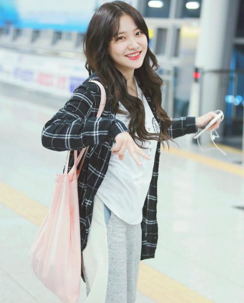 Yeri đang vướng tranh cãi lười biếng, không chịu tập luyện. Cô nàng có rất nhiều anti fan trên forum Kpop, có ý kiến cho rằng Yeri không phù hợp với Red Velvet.