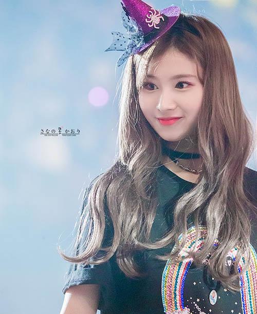 Sana là thành viên duy nhất của Twice lọt top 10, chứng minh sức hút của idol cute, sexy.