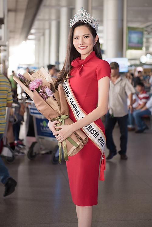 Người đẹpxuất hiện với vẻ ngoài rạng rỡ, đầu đội vương miện. Saucuộc thi, côở lại Thái Lan 3 ngày, cùng top 5 tham gia các hoạt động.