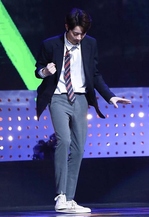 Lai Kuan Lin cũng là thần tượng sở hữu đôi chân dài nhất Kpop với 112 cm.
