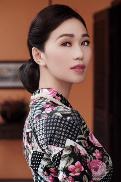 Khánh My thực hiện loạt ảnh với tà áo dài, toát lên vẻ đài các của những phụ nữ Sài Gòn xưa.