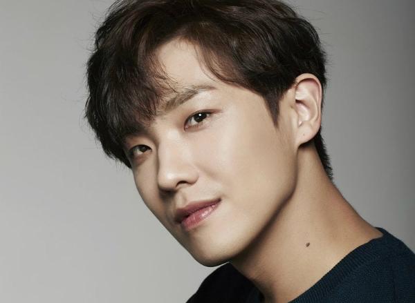 4 idol Kpop tách nhóm thành công ngoài mong đợi - 2