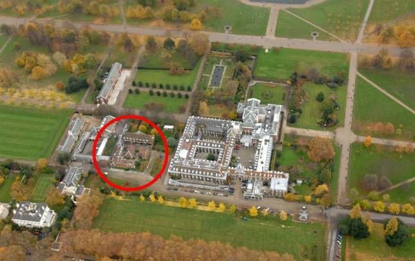 Nottingham Cottage nằm trong Cung điện Kensington, thuộc khuôn viên Hoàng gia Anh tại London.