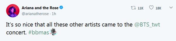 Một tài khoản Twitter ví lễ trao giải Billboard như concert riêng của BTS với sự góp mặt của nhiều nghệ sĩ khác. Bình luận này nhận được hơn chục nghìn lượt like và chia sẻ.