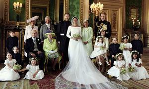 Vợ chồng Harry rạng rỡ trong ảnh chụp cùng đại gia đình Hoàng gia