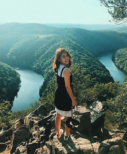 Ngọc Thảo đang có chuyến du lịch cùng bạn trai đến CH Séc. Cô nàng khoe ảnh chụp từ trên cao đẹp như tranh vẽ.
