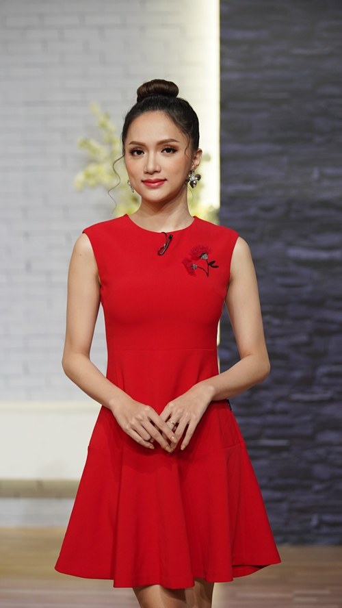 Hương Giang xinh đẹp, tràn đầy vẻ nữ tính.