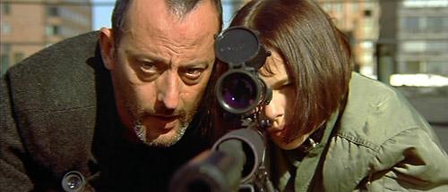 Phim kể về mối quan hệ kỳ lạ giữa một sát thủ và cô bé 12 tuổi.