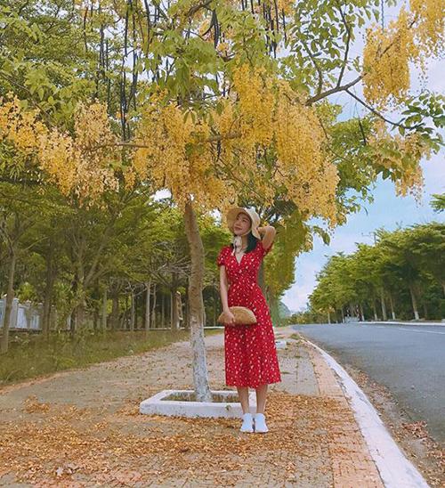 Elly Trần trông như cô gái mới lớn với bộ cánh đáng yêu dù năm nay đã 31 tuổi.