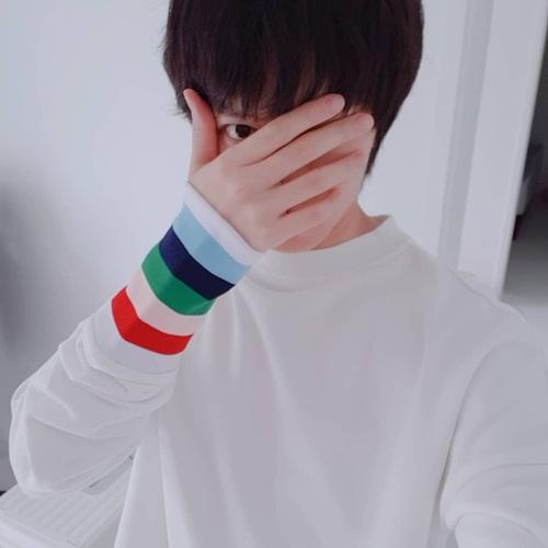 Hee Chul khoe mặt nhỏ chỉ bằng bàn tay