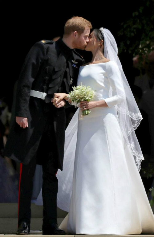 Meghan và Harry kết hôn với mẹ Doria Ragland là thành viên duy nhất trong gia đình. Ảnh: Givenchy