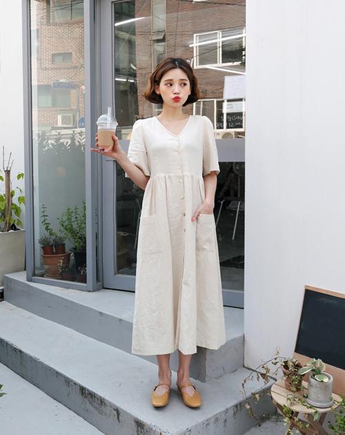Chiếc đầm này không chỉ thích hợp với những chuyến dạo phố mùa hè mà còn rất mát mẻ, thoải mái khi đi du lịch.