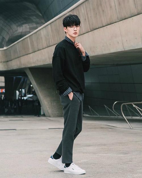 Park Chan Kyu sở hữu chiều cao 1,84m, tốt nghiệp ngành Khoa học máy tính, ĐH Quốc gia Chungnam, Hàn Quốc.