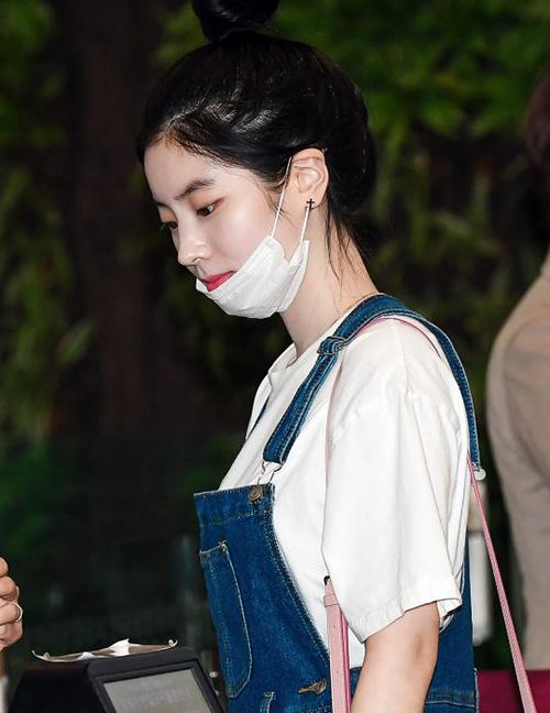 Các fan nữ phát ghen tỵ với làn da trắng sứ, căng mịn của Da Hyun.