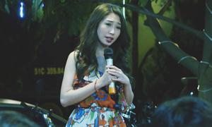 Khổng Tú Quỳnh hát rong vỉa hè để mưu sinh trong phim