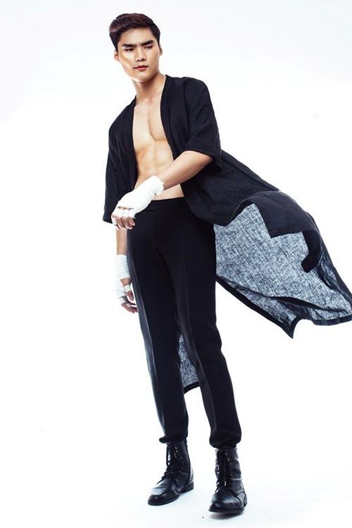Quang Hùng cao 1m86, có gương mặt điển trai, thư sinh cùng đôi chân dài thẳng. Quang Hùng cũng từng tham gia một vài show diễn trước đó của NTK Đỗ Mạnh Cường, xuất hiện ở những vị trí đẹp.