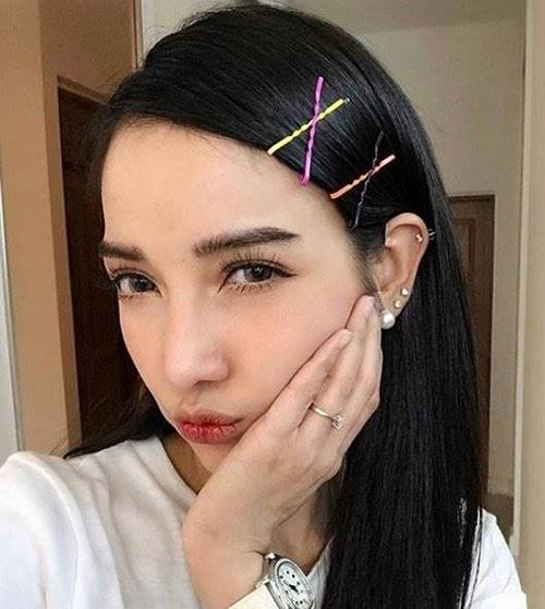 Tưởng như quá bánh bèo nhưng kẹp tóc lại giúp các cô gái Thái trở nên cá tính như gái Tây.