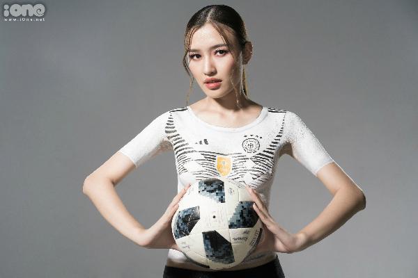 Đặng Phạm Phương Chivẽ trêncơ thể để cổ vũ cho đội tuyển Đức tại World Cup 2018.