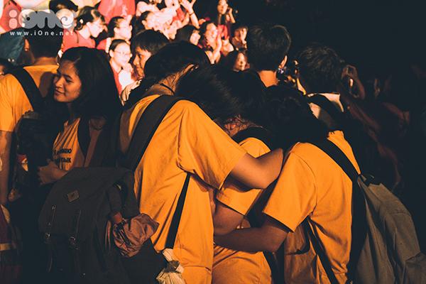 Khóa 10x đầu tiên của trường Ams ôm nhau khóc òa trong ngày ra trường - 7