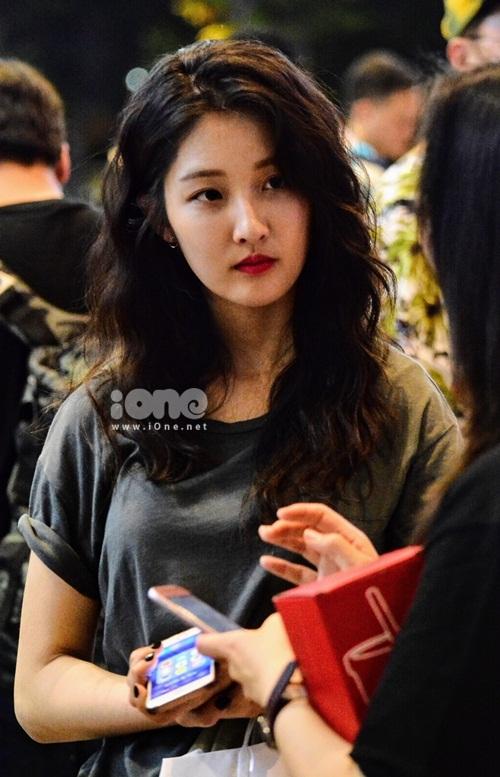 Xuất hiện tại sân bay có nữ diễn viên Nam Ji-hyun.