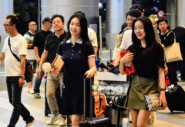 Độc quyền: 3 nữ diễn viên Grand Prince đến Đà Nẵng giữa đêm