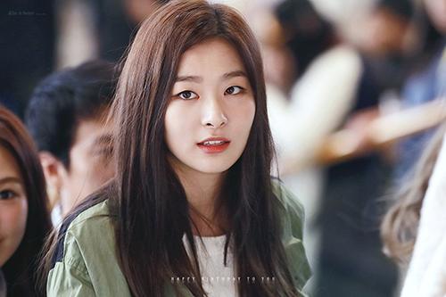 Trên show Radio Star, Seul Gi tiết lộ rằng bản thân chưa từng hẹn hò với ai.