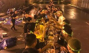 Nhóm phượt thủ bị tố ý thức kém vì tổ chức ăn uống trong hầm đường bộ