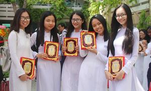 Teen Phú Nhuận khoe nét tinh khôi trong ngày bế giảng