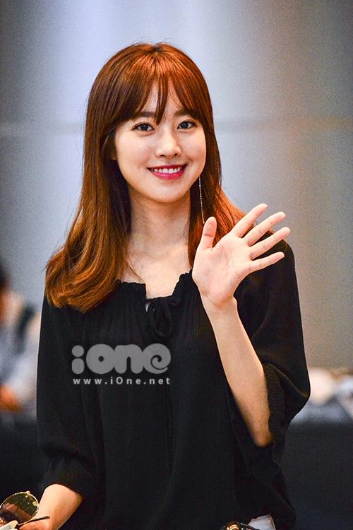 Nụ cười rạng ngời đầy cuốn hút, gương mặt không góc chết của Jin Se Yeon khiến người đối diện xao động.