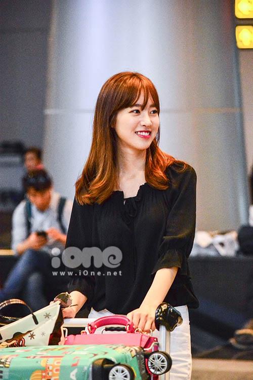 Nữ hoàng cổ trang Jin Se Yeon xinh đẹp ở Đà Nẵng - 2